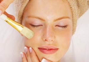 Что лучше: пилинг или чистка лица – чем отличаются процедуры и последовательность их выполнения