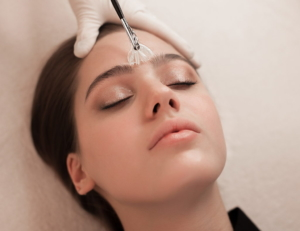 Нужно ли делать чистку лица перед пилингом или можно одновременно: через сколько проводить процедуру
