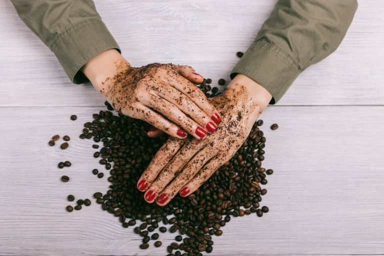 Морщины на пальцах рук: причины и средства для избавления в домашних условиях, косметологические процедуры, профессиональные пилинги, инъекции, профилактические мероприятия
